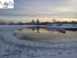 Лёд в деревне порчье у ручья